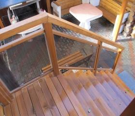 лестница деревянная с перилами уличная