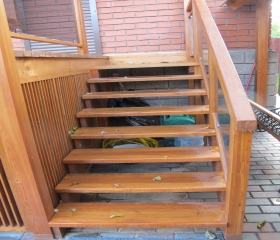 лестница деревянная с перилами